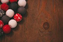 knit balls for Christmas tree garland
