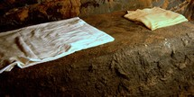 folden linens in the empty tomb