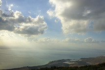 sky over a sea and shoreline