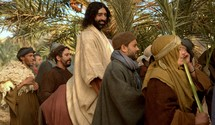 Jesus comes to Jerusalem as King