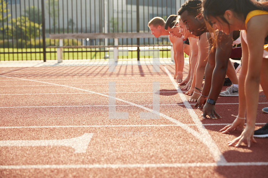runners stance on a track.