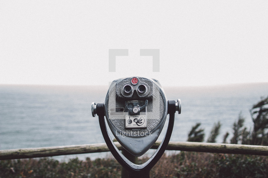 viewfinder scope looking out at the ocean