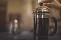 Brewing coffee in a french press