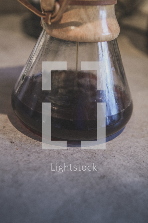 Coffee brewing in a chemex