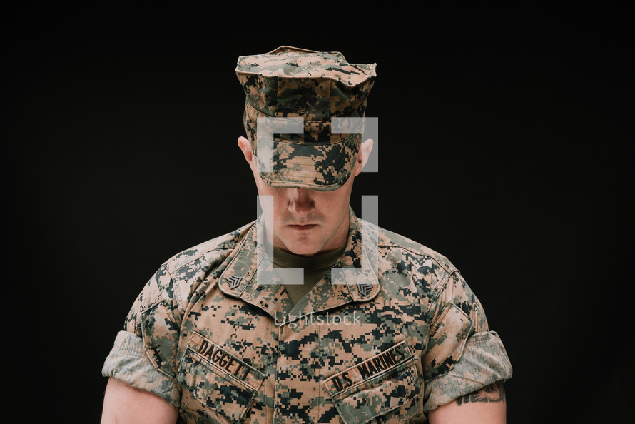 praying marine