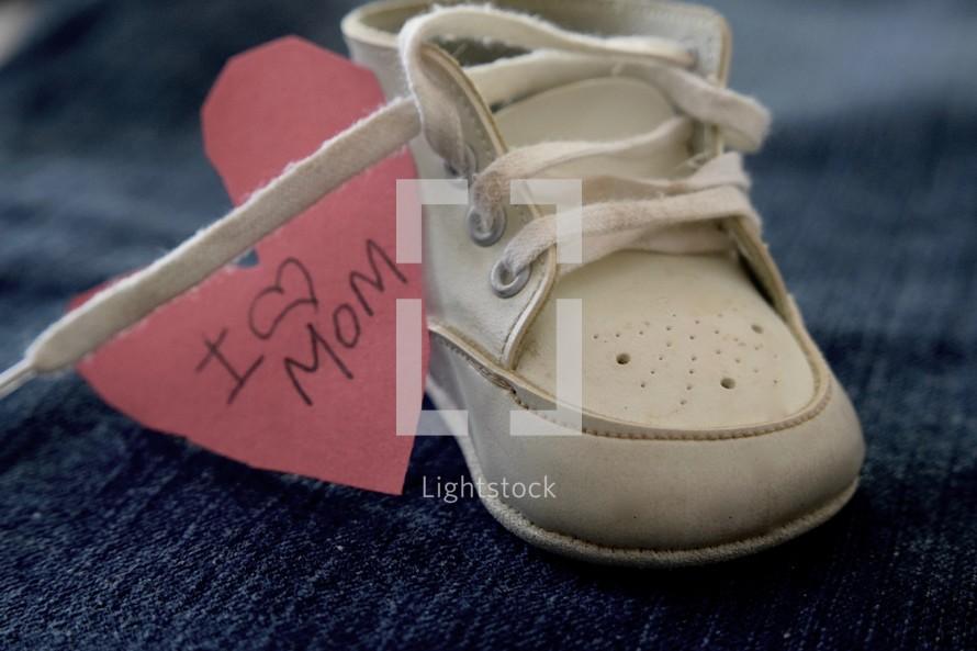 I love mom and infant shoe