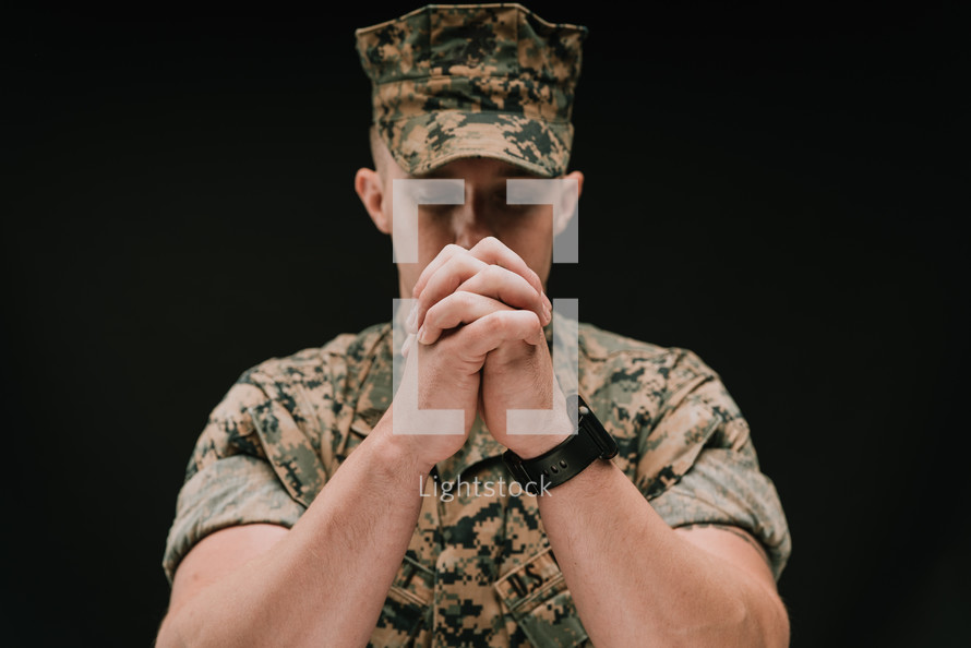 praying marine