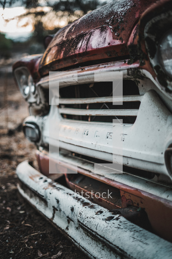 grill of a rusty old car