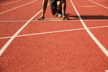 runners stance on a track