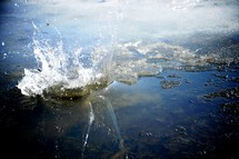 splash in water