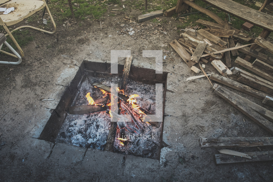 A fire pit with fire burning