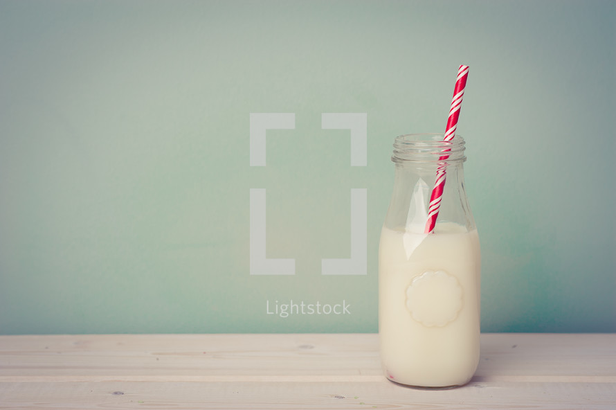 straw in milk
