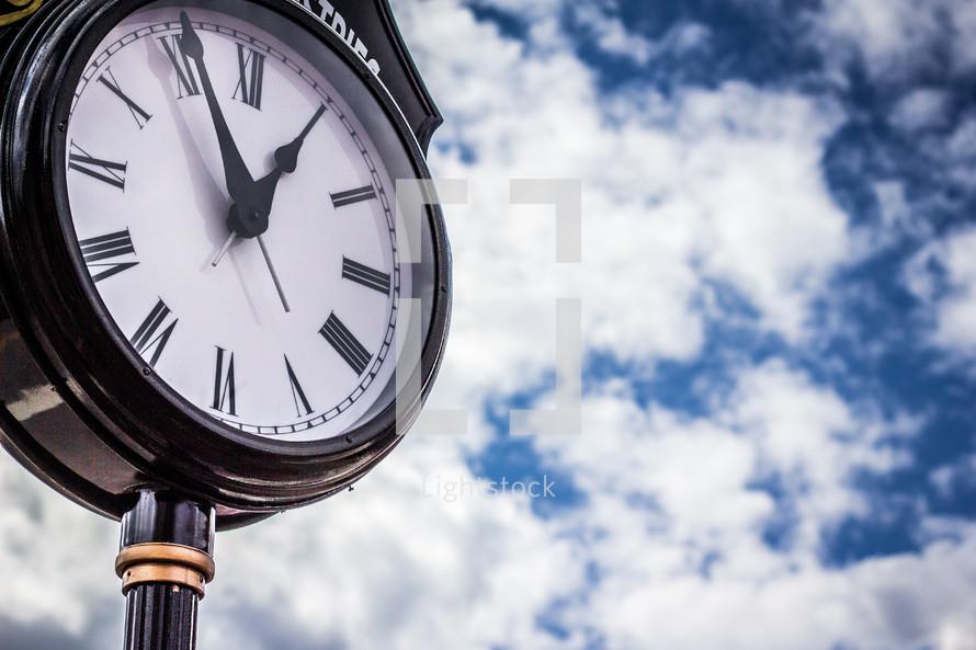 clock at an intersection in Senoia, Georgia