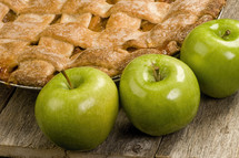 green apples and apple pie