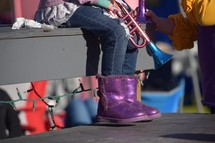 feet of a little girl sitting on homemade bleachers waiting on a parade