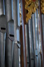 Organ with organ pipes.