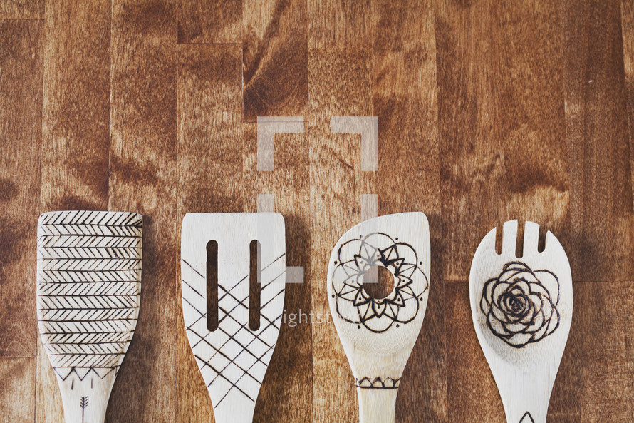 wooden spatulas and cooking tools