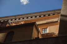 roof line of a building in Rome
