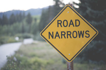 road narrows sign