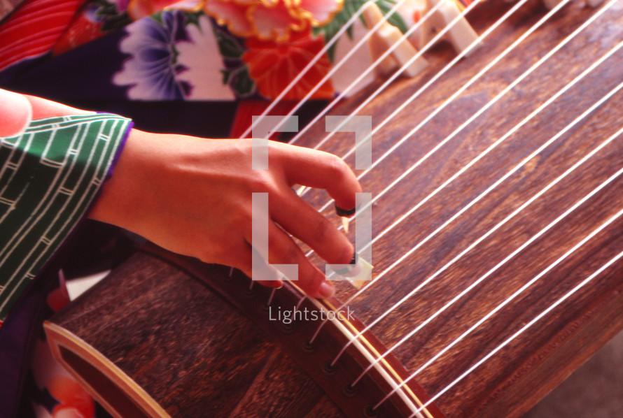 Japanese harp playing