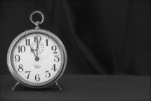 Alarm clock 11:00