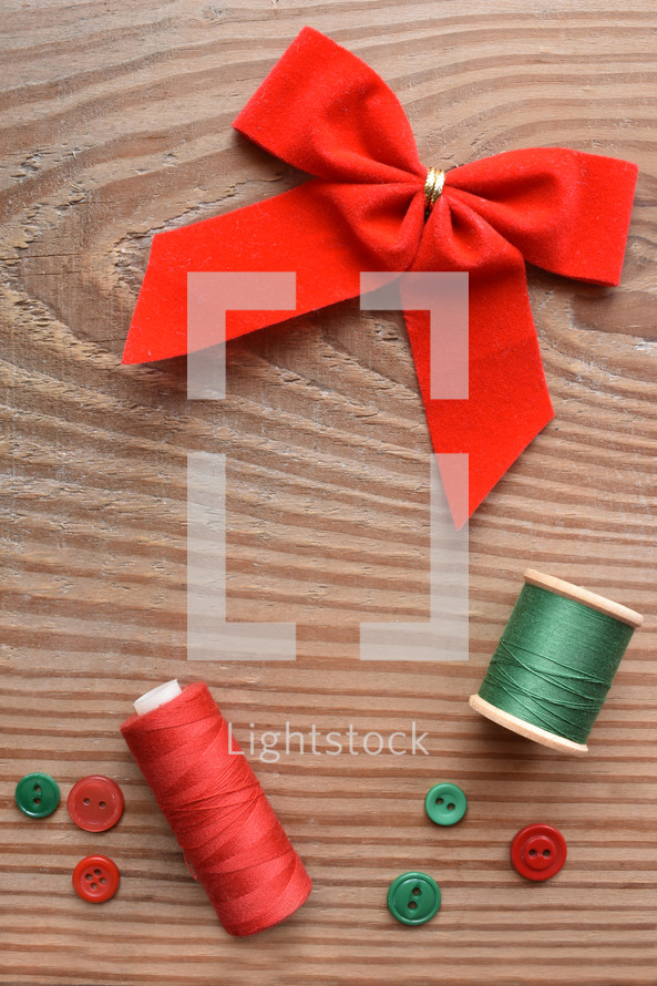 red and green buttons and thread