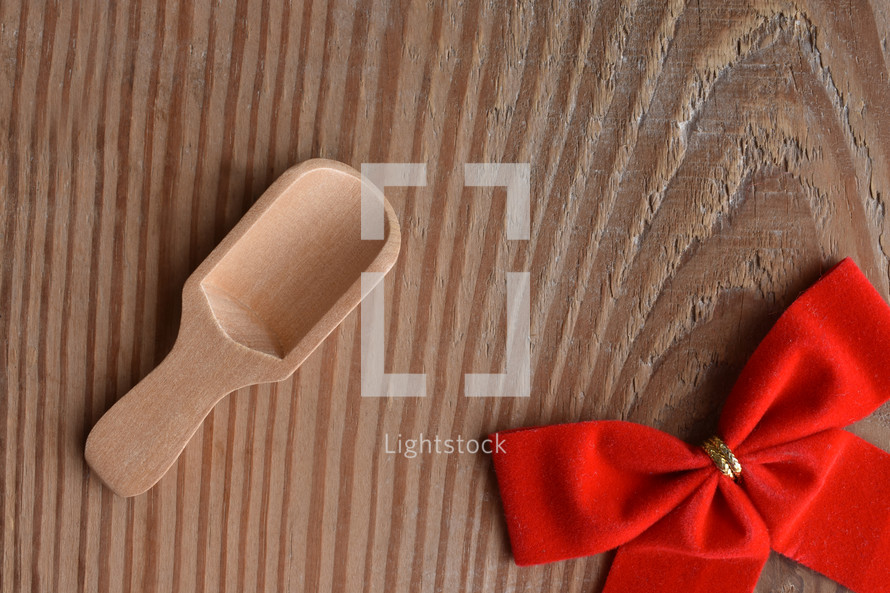 wooden spoon and red bow