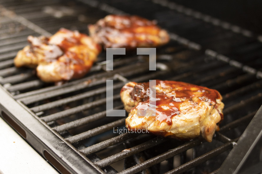 grilling barbecue chicken