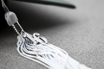 A tassel on a graduation hat for the year 2016.