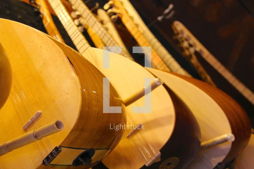 Mandolin, stringed instruments