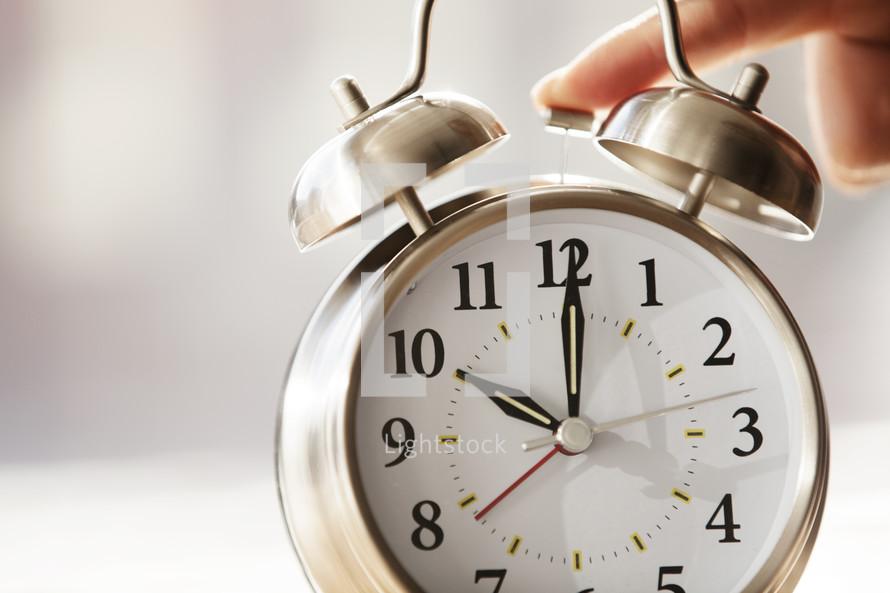 snoozing the alarm clock 10:00