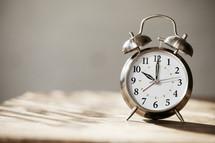 alarm clock 10:00