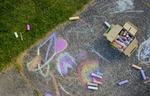 sidewalk chalk drawings on pavement