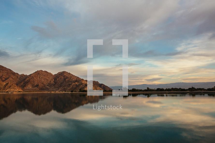 La Quinta lake shore