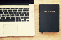laptop and a Santa BIblia (Bible)