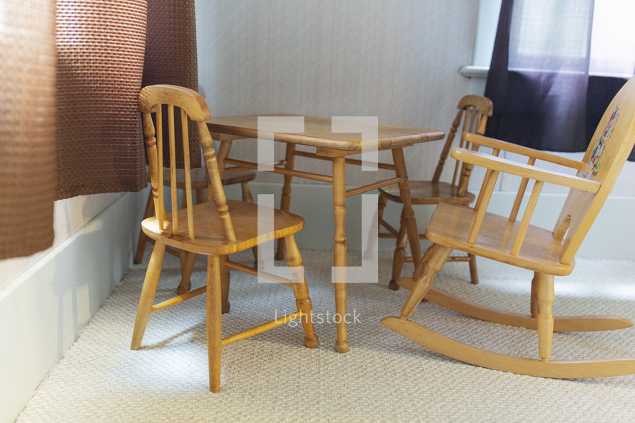 small childrens table and chairs