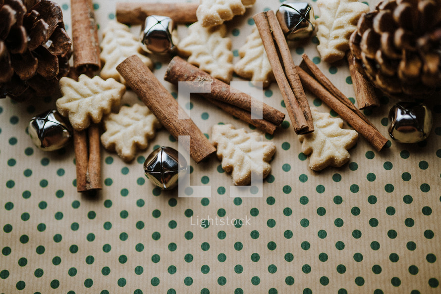 Christmas tree sugar cookies and cinnamon sticks border