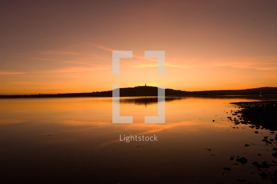 lake under sunlight at dusk