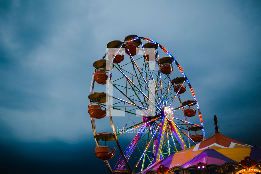ferris wheel under a cloudy sky