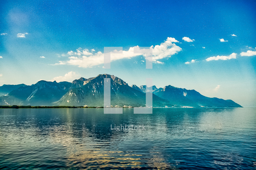 mountains and water in Switzerland