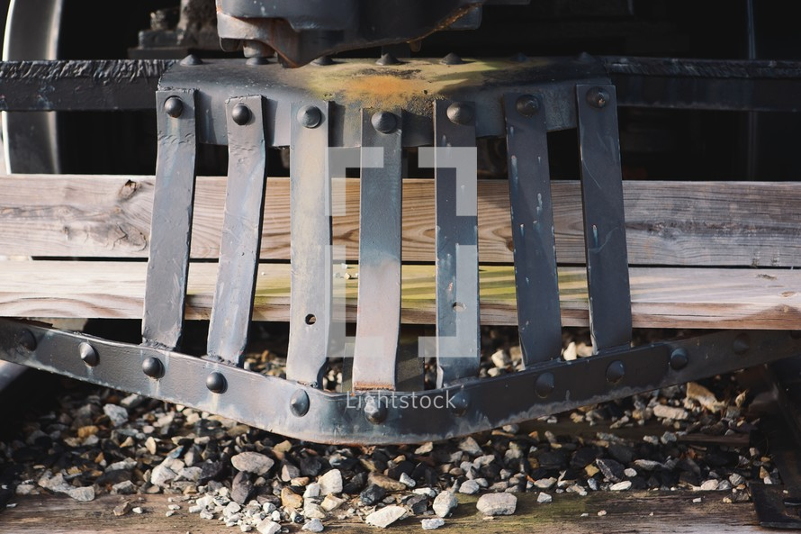 A grill on a train engine