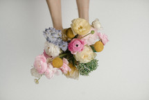 arm holding a bouquet of flowers