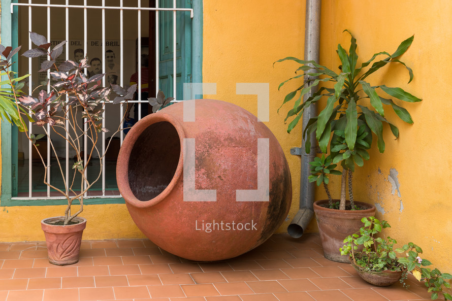 Large colonial clay container used in the past for keeping rain water in houses.