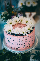 daisies and berries on a wedding cake