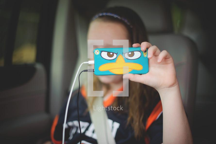 child listening to iPod