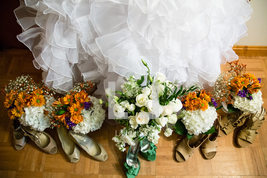 bridesmaid shoes and bouquets
