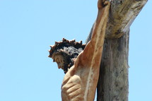 statue of the crucifixion of Jesus