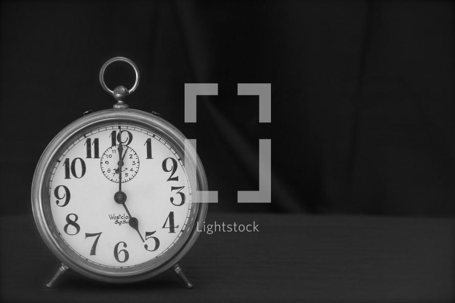 Alarm clock time 5:00
