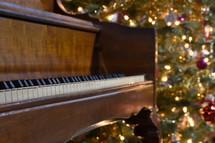 piano and Christmas tree