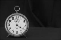 Alarm clock 4:00